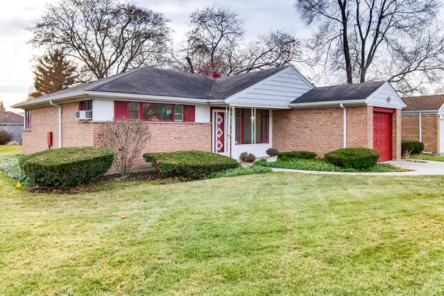 909 West Villa Drive, Des Plaines in Cook County, IL 60016 Home for Sale