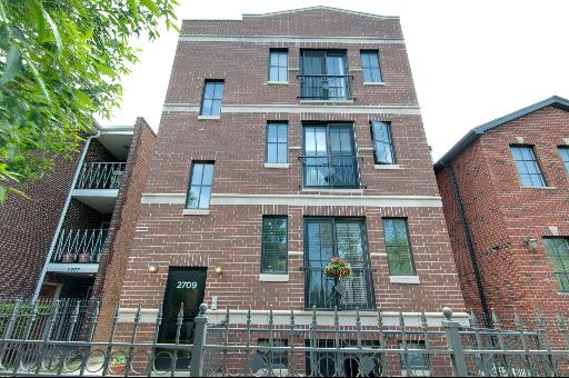 2709 West Bryn Mawr Avenue, one of homes for sale in North Park Chicago