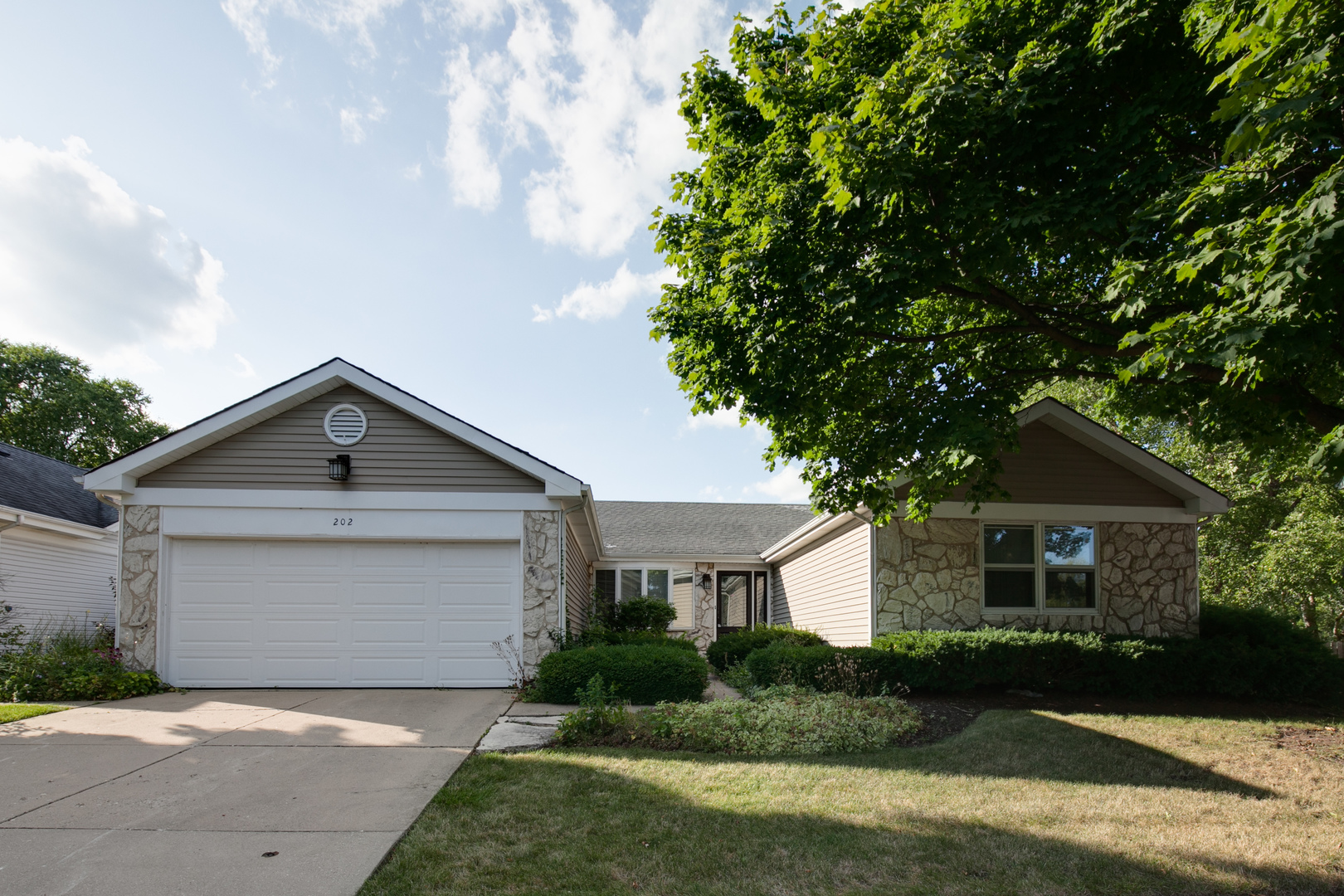 202 Lowell Place, Vernon Hills, Illinois