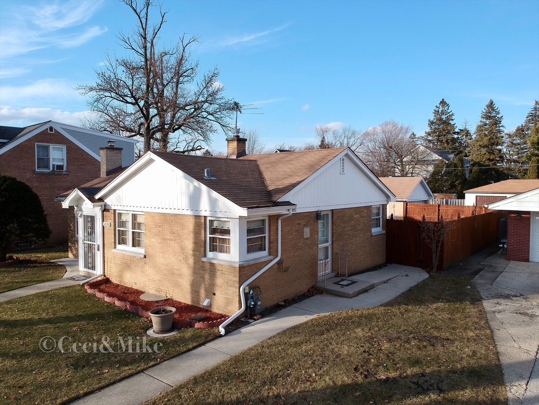 6030 CAPULINA Avenue, Morton Grove, Illinois