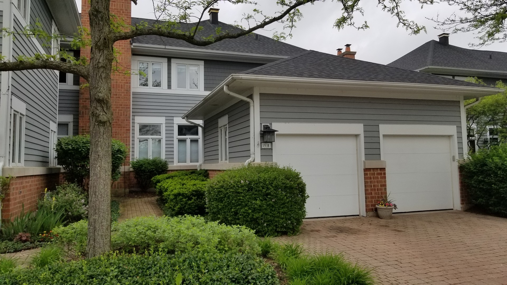 15 Mashie Court, Woodridge, Illinois