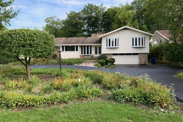 100 Ravinoaks Lane, Highland Park, Illinois