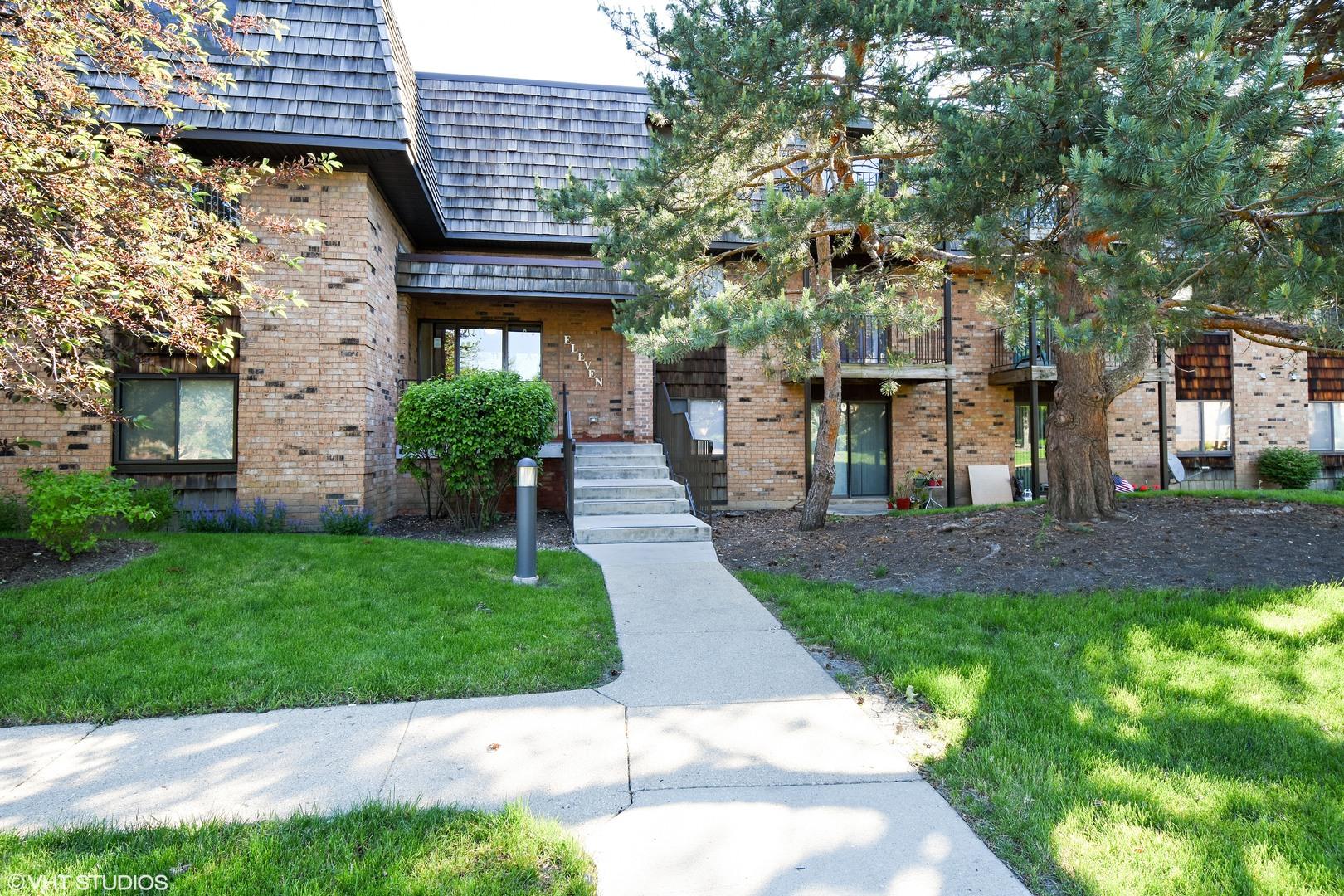 11 Oak Creek Drive, Buffalo Grove in Cook County, IL 60089 Home for Sale