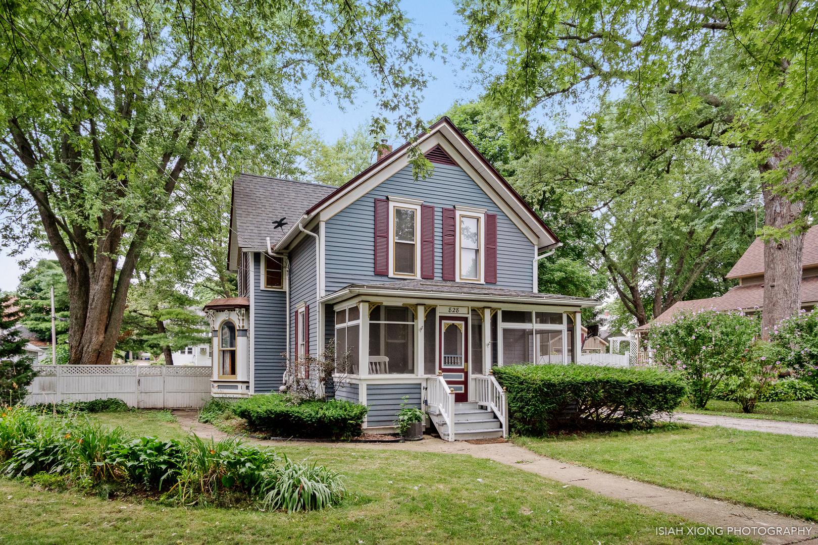 828 Logan Avenue, Elgin, Illinois