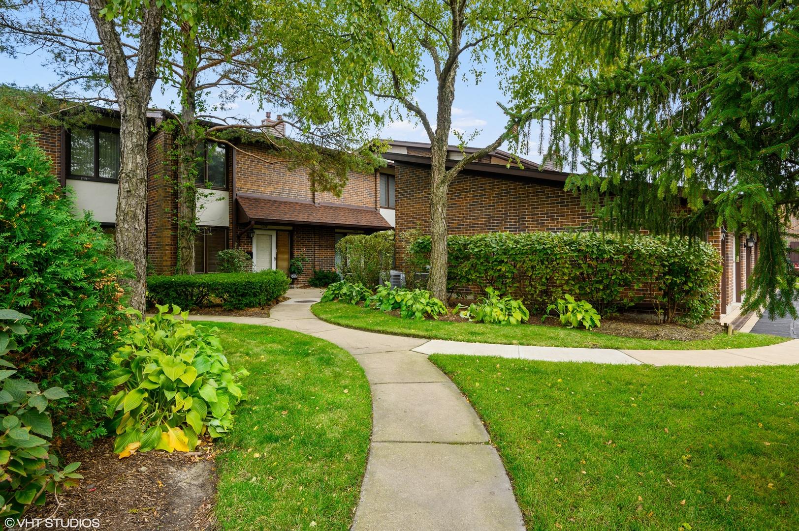 1081 Deerfield Place, Highland Park, Illinois