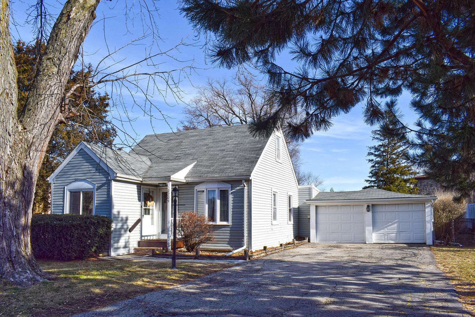 2209 DOUGLAS Avenue, Des Plaines in Cook County, IL 60018 Home for Sale