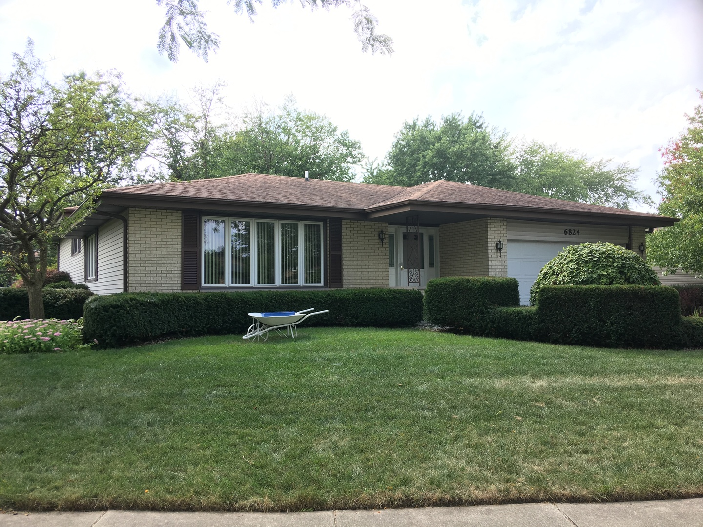 6824 Ticonderoga Road, Downers Grove, Illinois