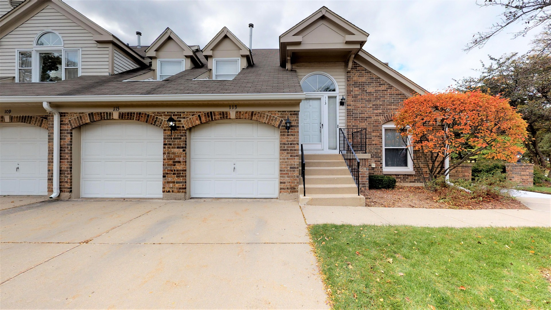 113 Willow Parkway, Buffalo Grove in Lake County, IL 60089 Home for Sale