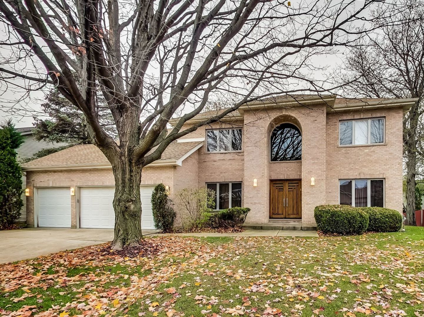 960 LUCINDA Drive, one of homes for sale in Buffalo Grove