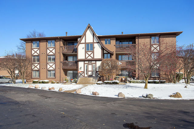 10562 Palos Place, Palos Hills, Illinois