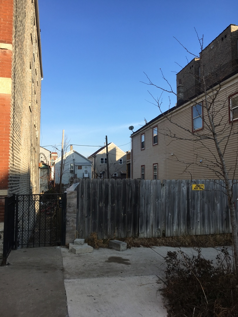 One of Chicago-Near West Side Homes for Sale at 1016 West 19th Street