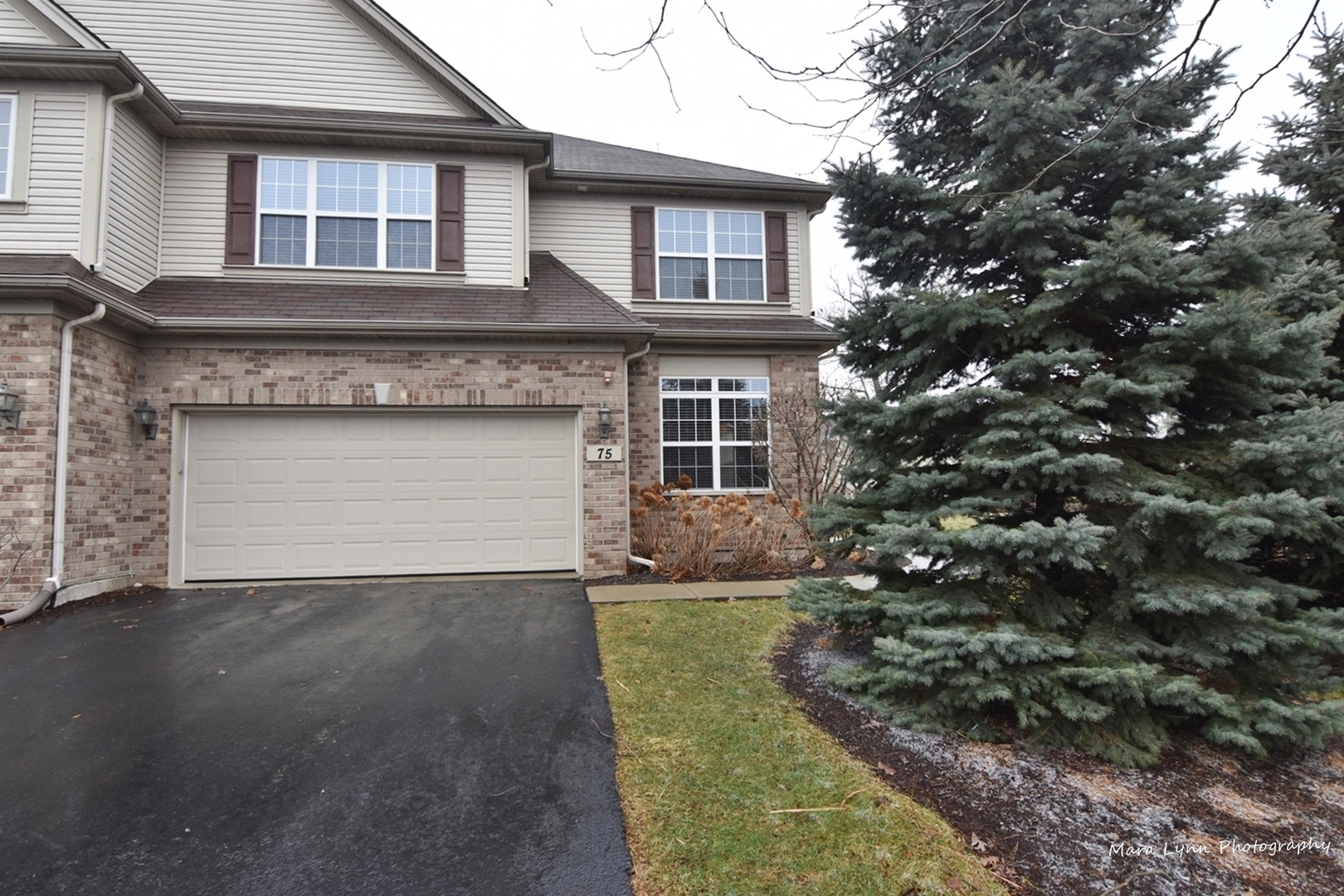 One of Aurora North 3 Bedroom Homes for Sale at 75 Oak Creek Court