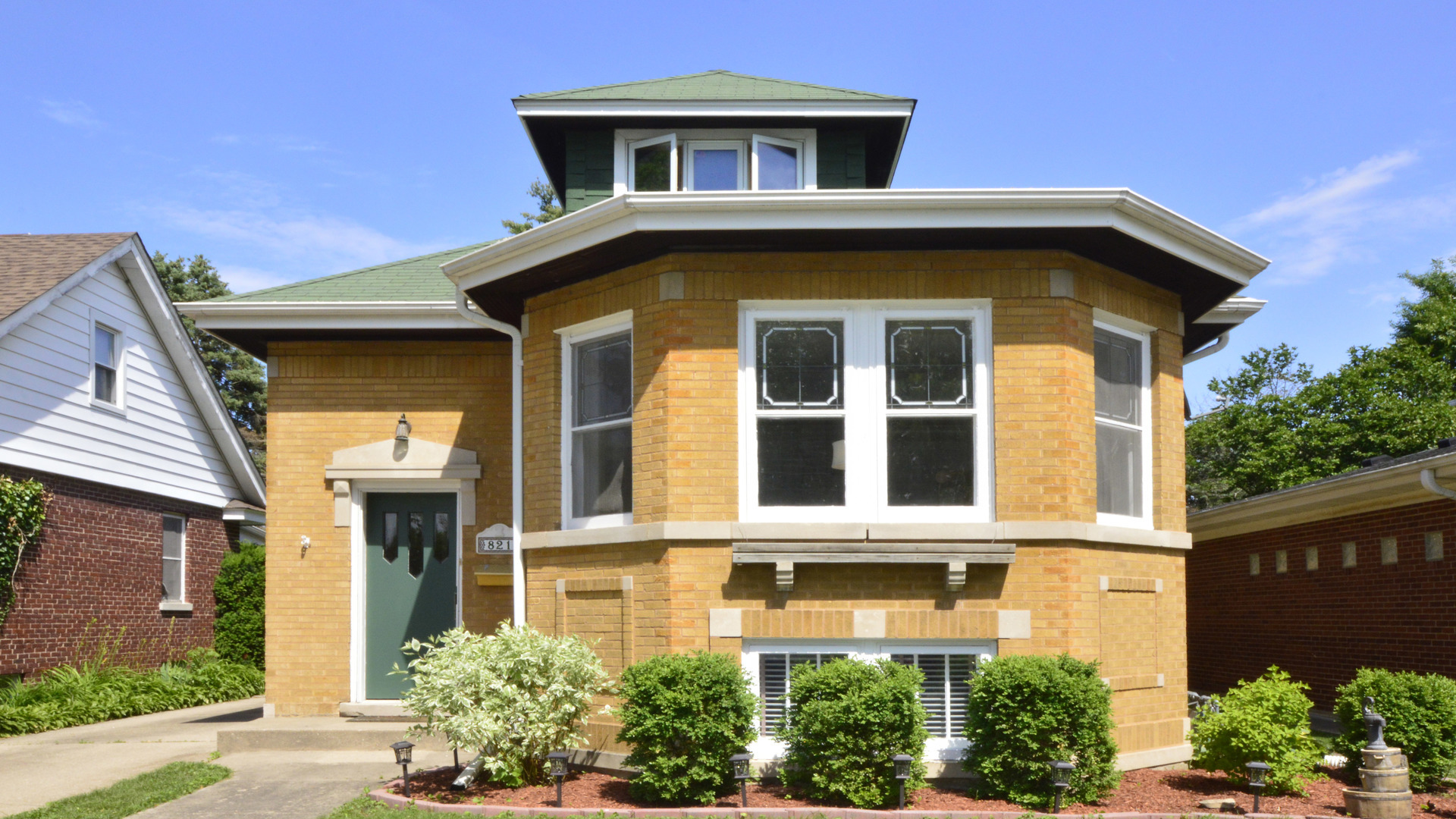 One of Des Plaines 5 Bedroom Homes for Sale at 821 South 2nd Avenue