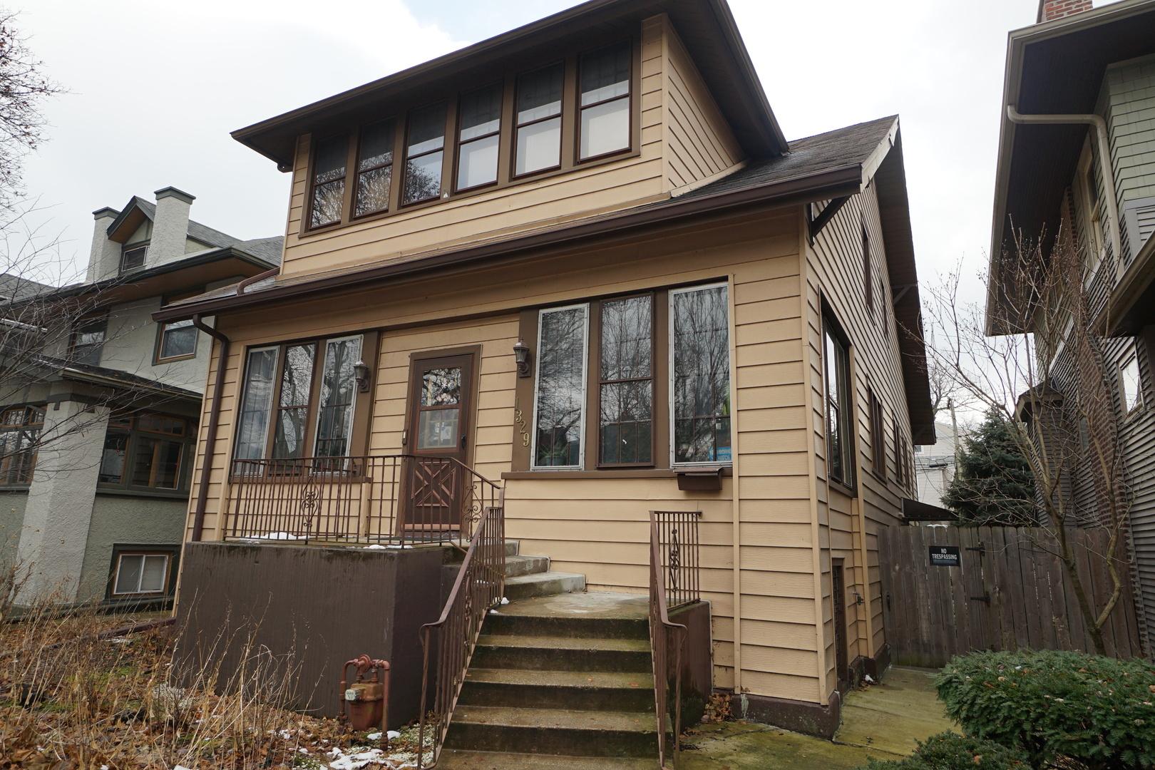 1329 West Glenlake Avenue, Edgewater, Illinois