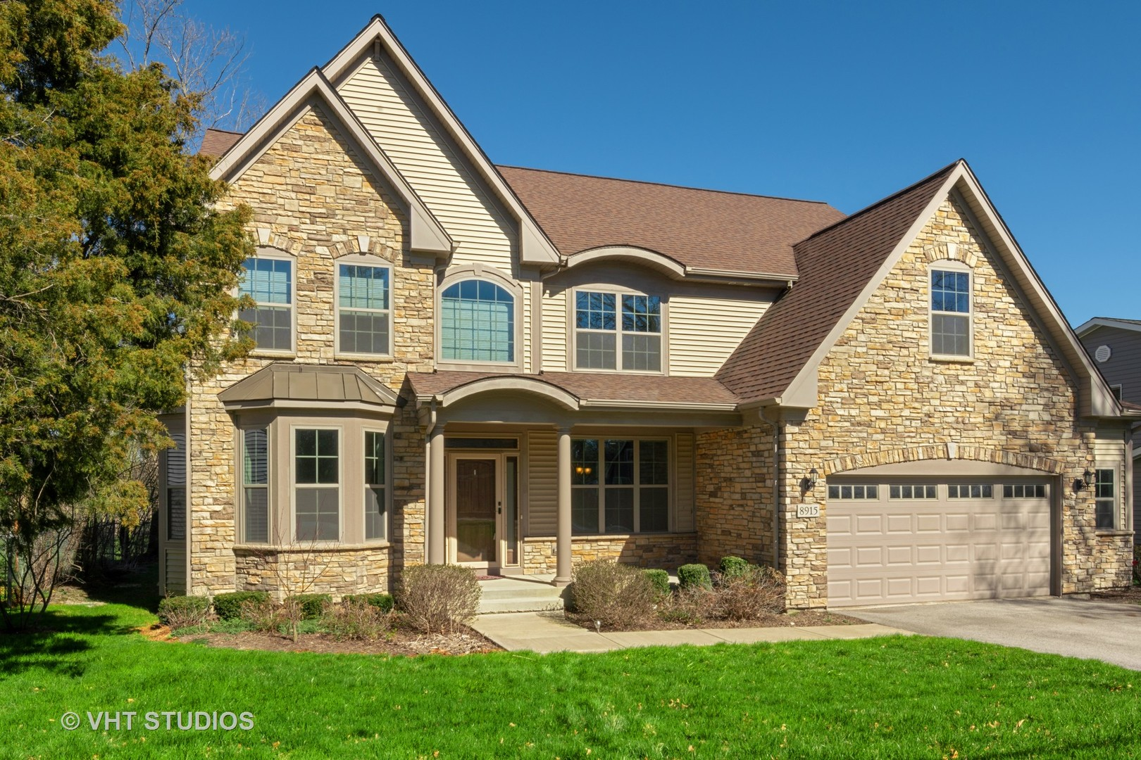 8915 SKYLINE Drive, Burr Ridge in Du Page County, IL 60527 Home for Sale