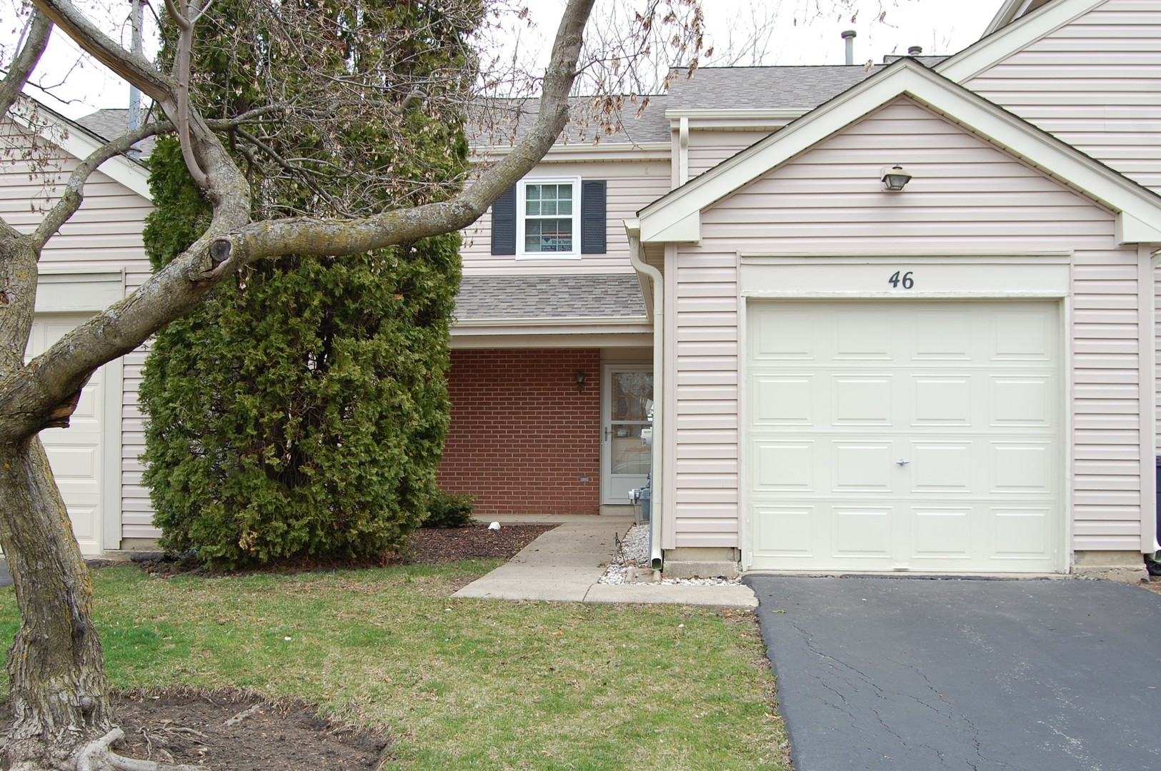 46 King Drive, Streamwood, Illinois
