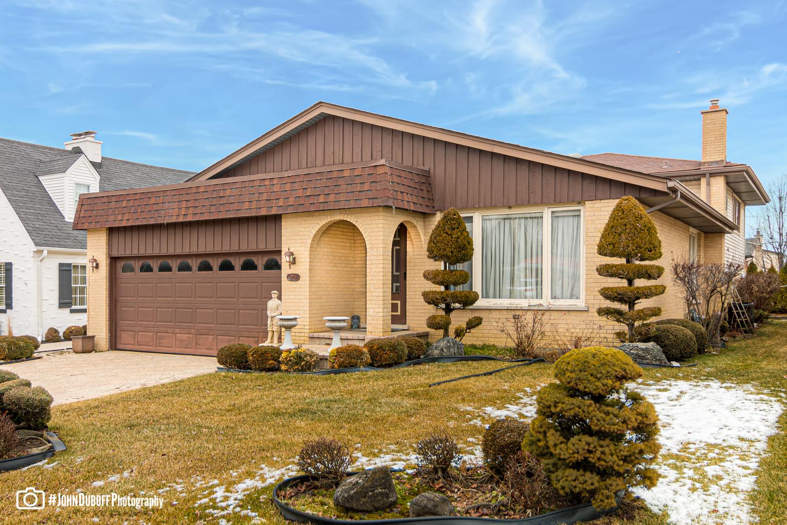8406 West Peter Terrace, Niles, Illinois