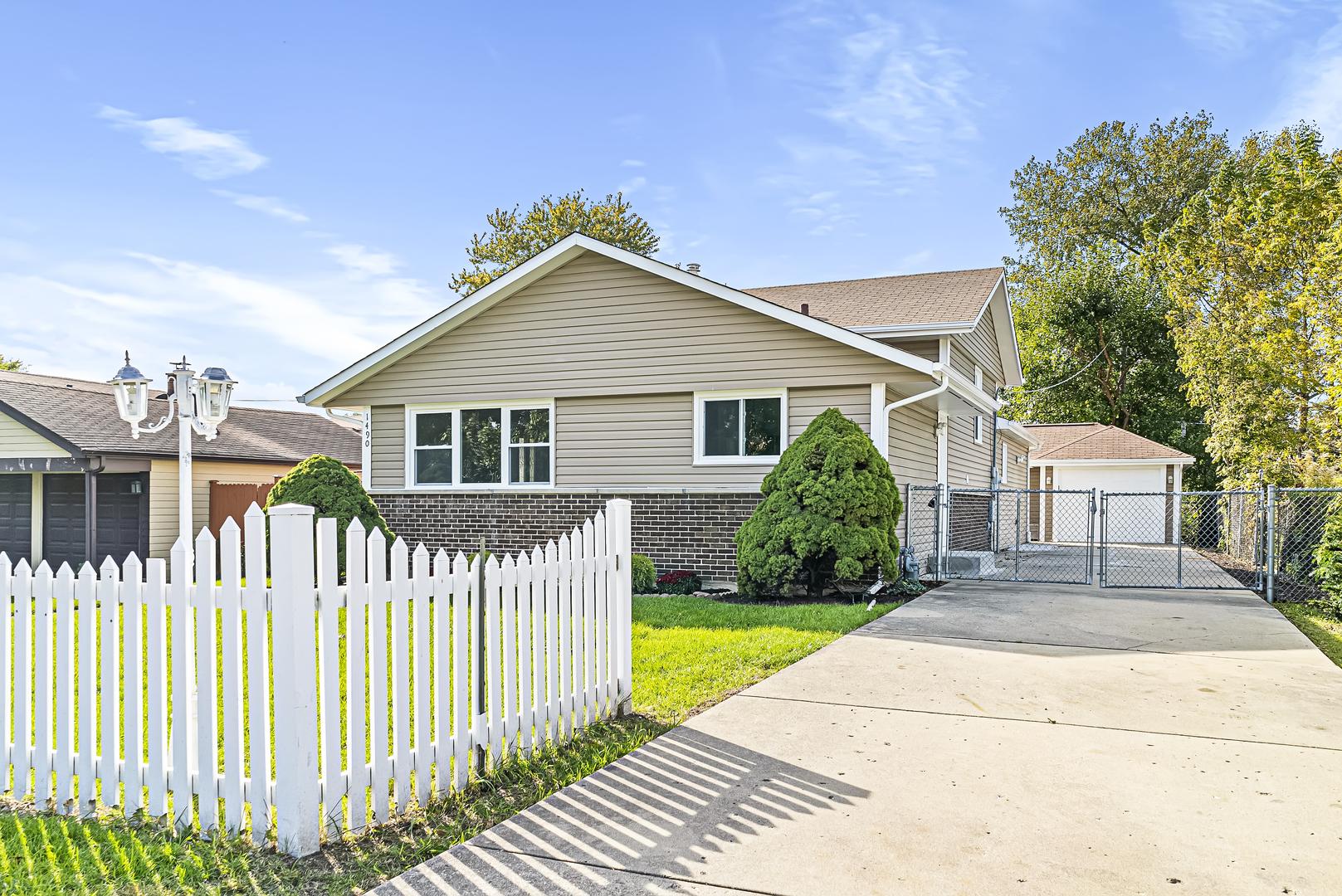 1490 Wedgewood Avenue, Des Plaines, Illinois