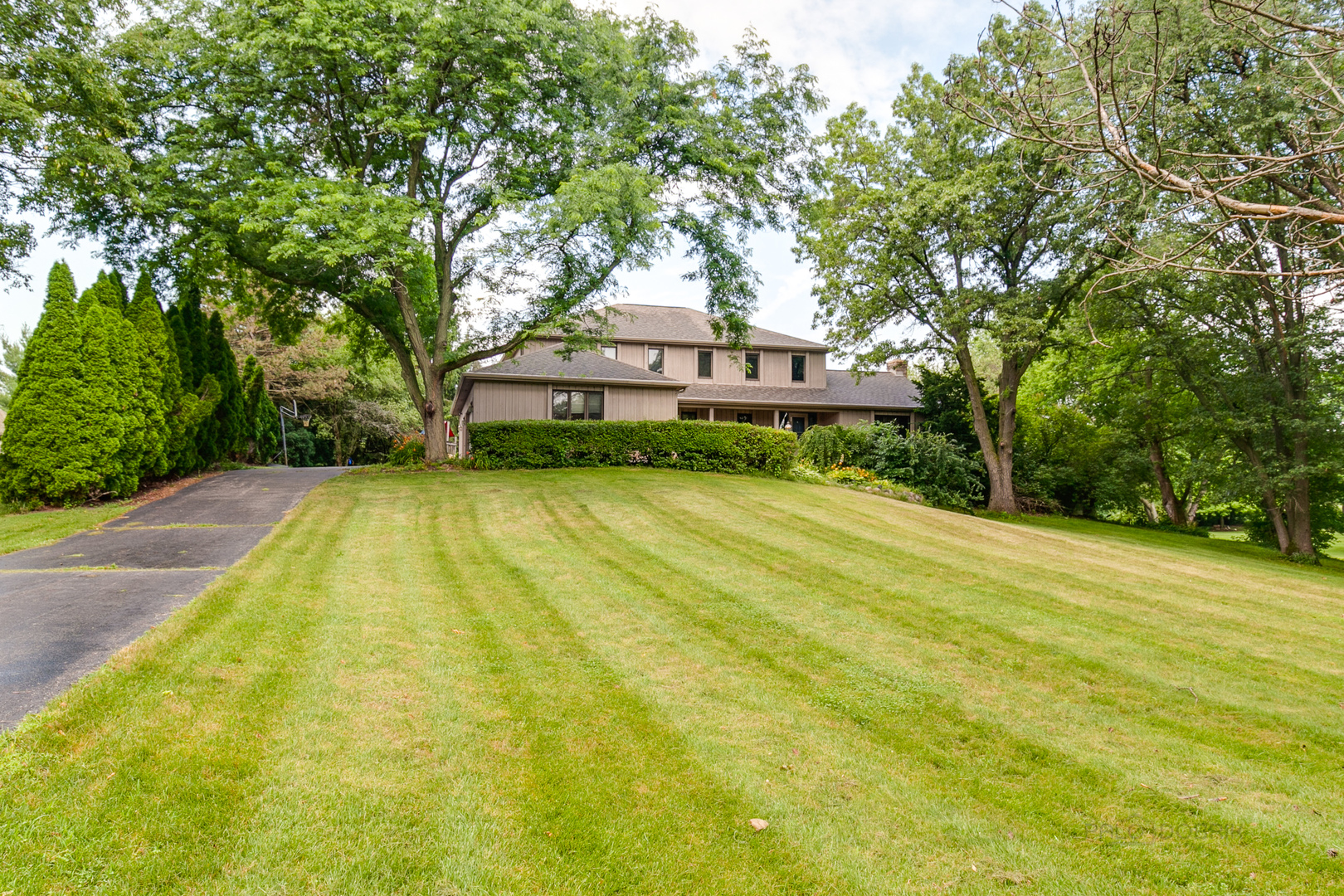 6119 South Blue Court, Crystal Lake, Illinois