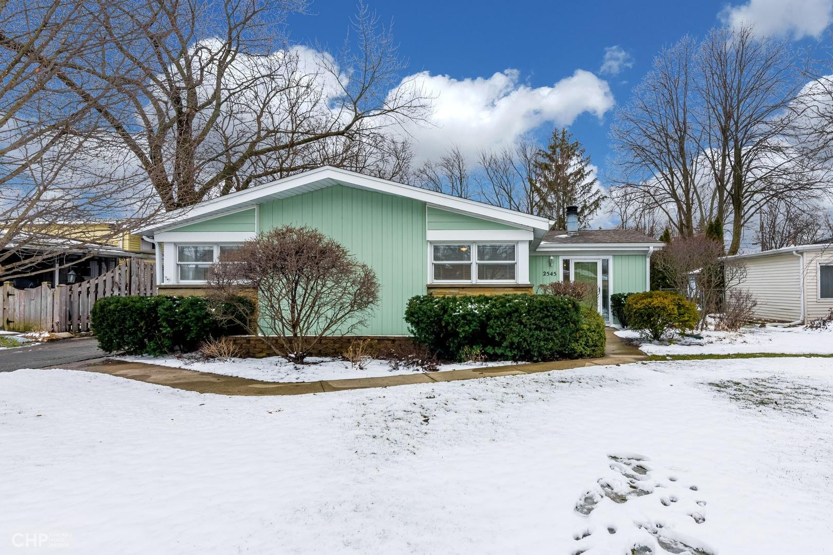 2545 Fontana Drive, Glenview in Cook County, IL 60025 Home for Sale