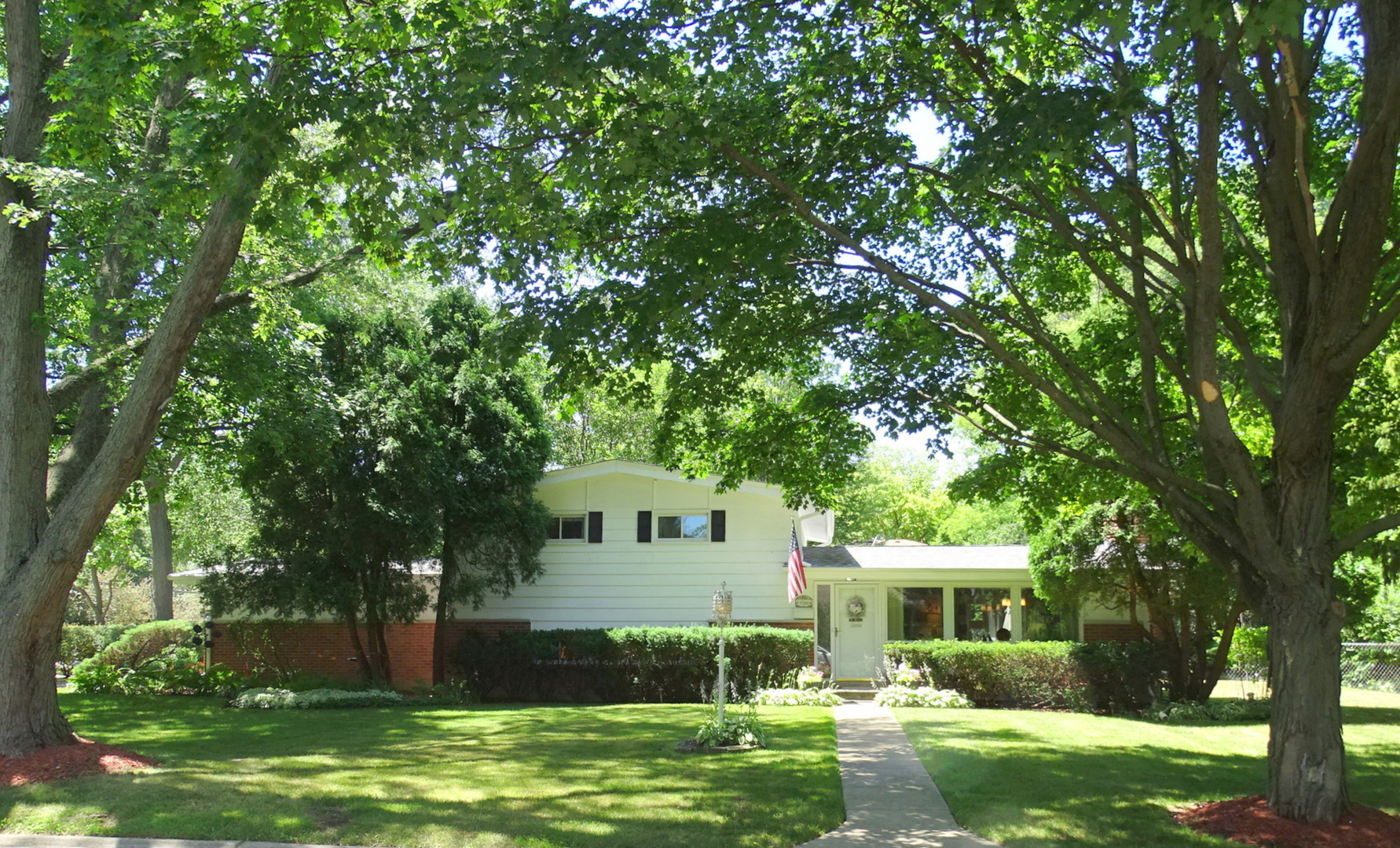 9200 Avers Avenue, Evanston, Illinois