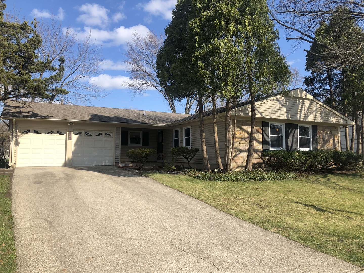 141 Weidner Road, Buffalo Grove in Cook County, IL 60089 Home for Sale
