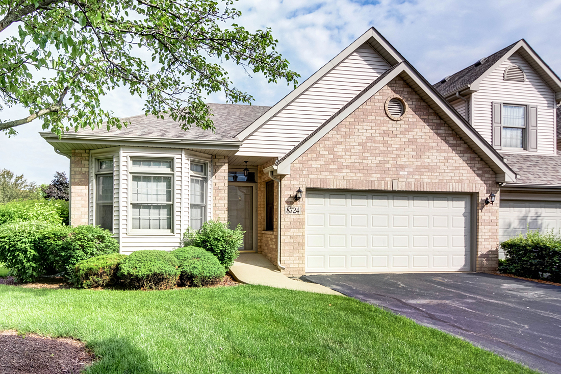 8724 Crystal Creek Drive, Orland Park, Illinois