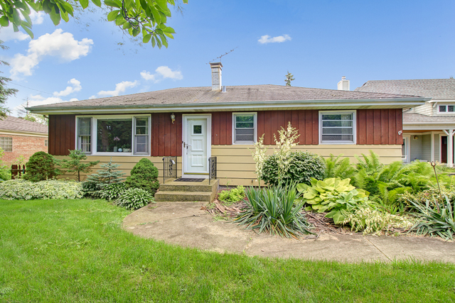 4720 Roslyn Road, Downers Grove, Illinois