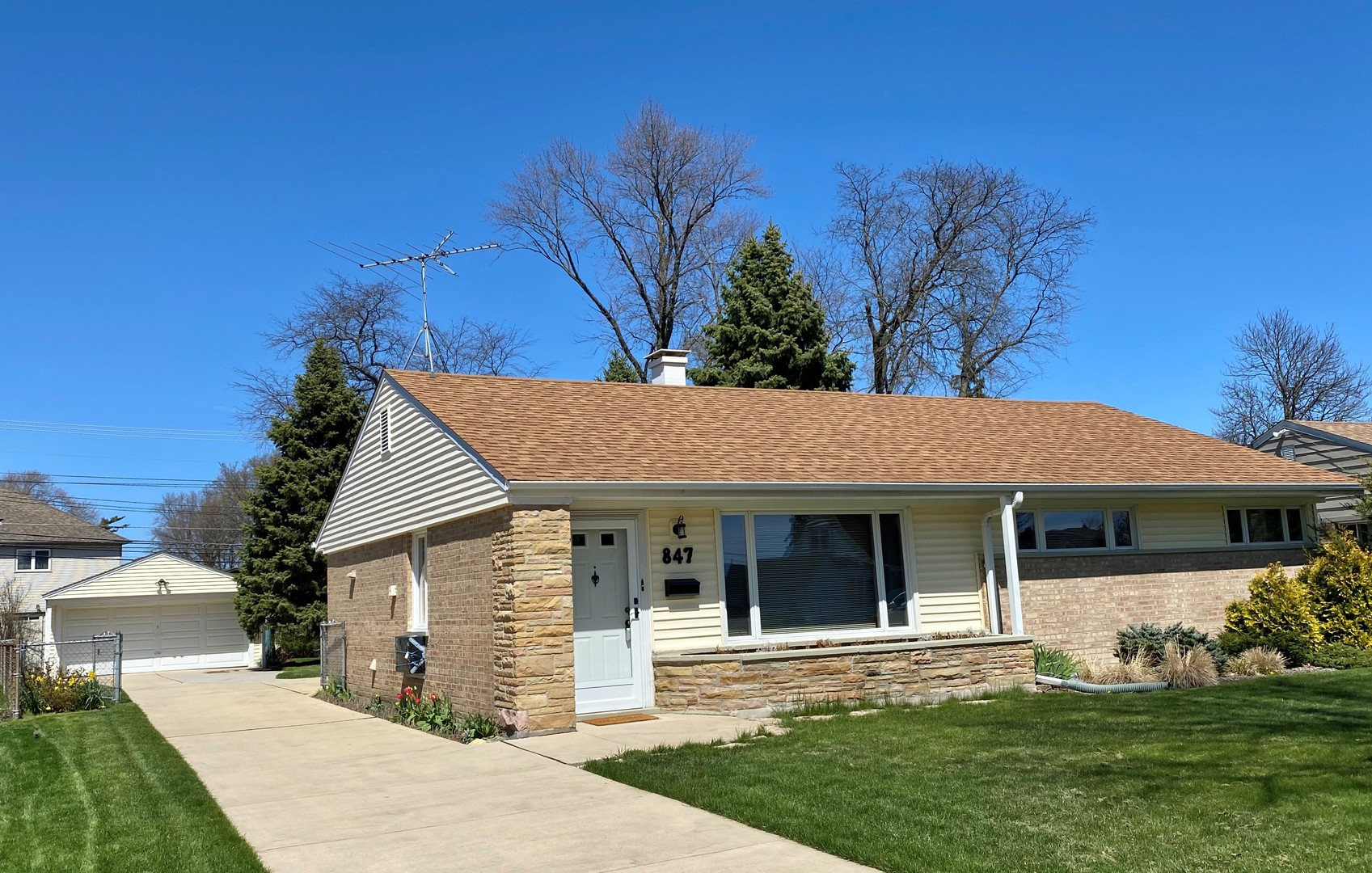 847 East Grant Drive, Des Plaines in Cook County, IL 60016 Home for Sale
