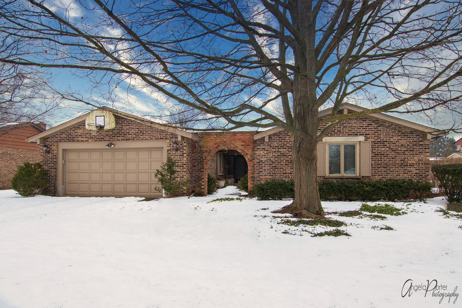 3901 Joanne Drive, Glenview in Cook County, IL 60026 Home for Sale