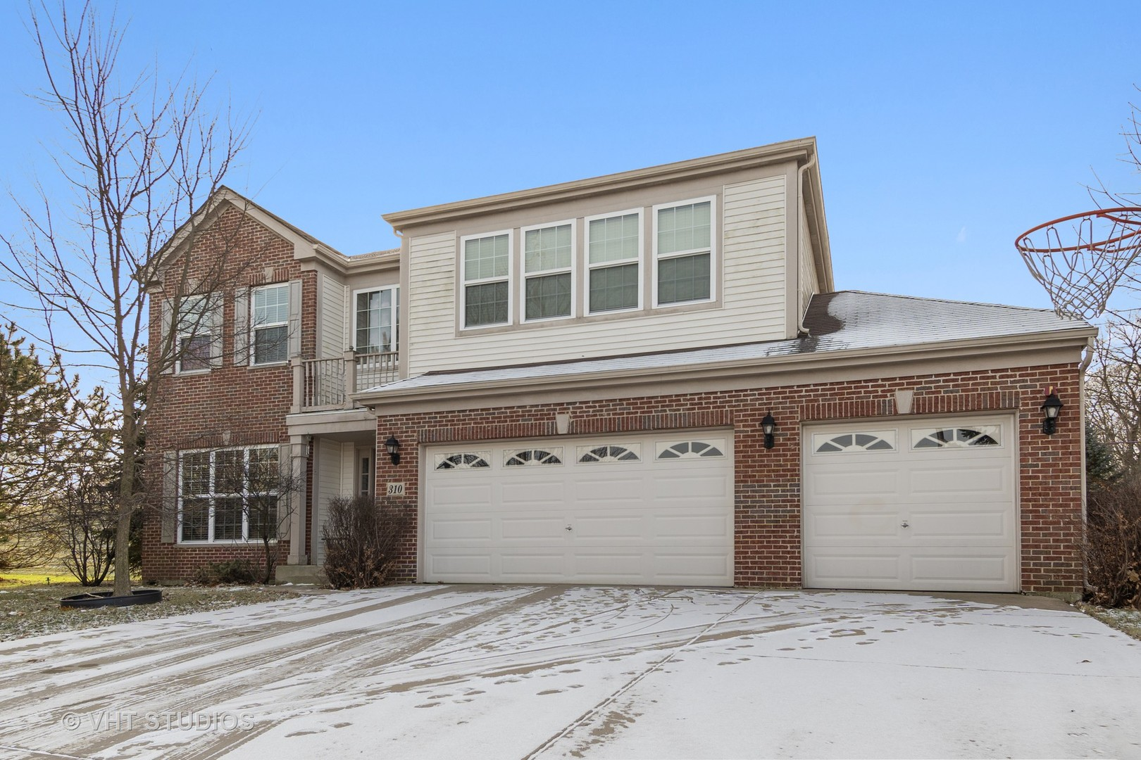 310 English Oak Lane, Streamwood, Illinois 5 Bedroom as one of Homes & Land Real Estate