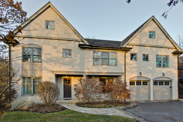 2340 Woodpath Lane, Highland Park, Illinois