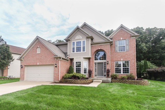 932 Blue Ridge Drive, Streamwood, Illinois 5 Bedroom as one of Homes & Land Real Estate