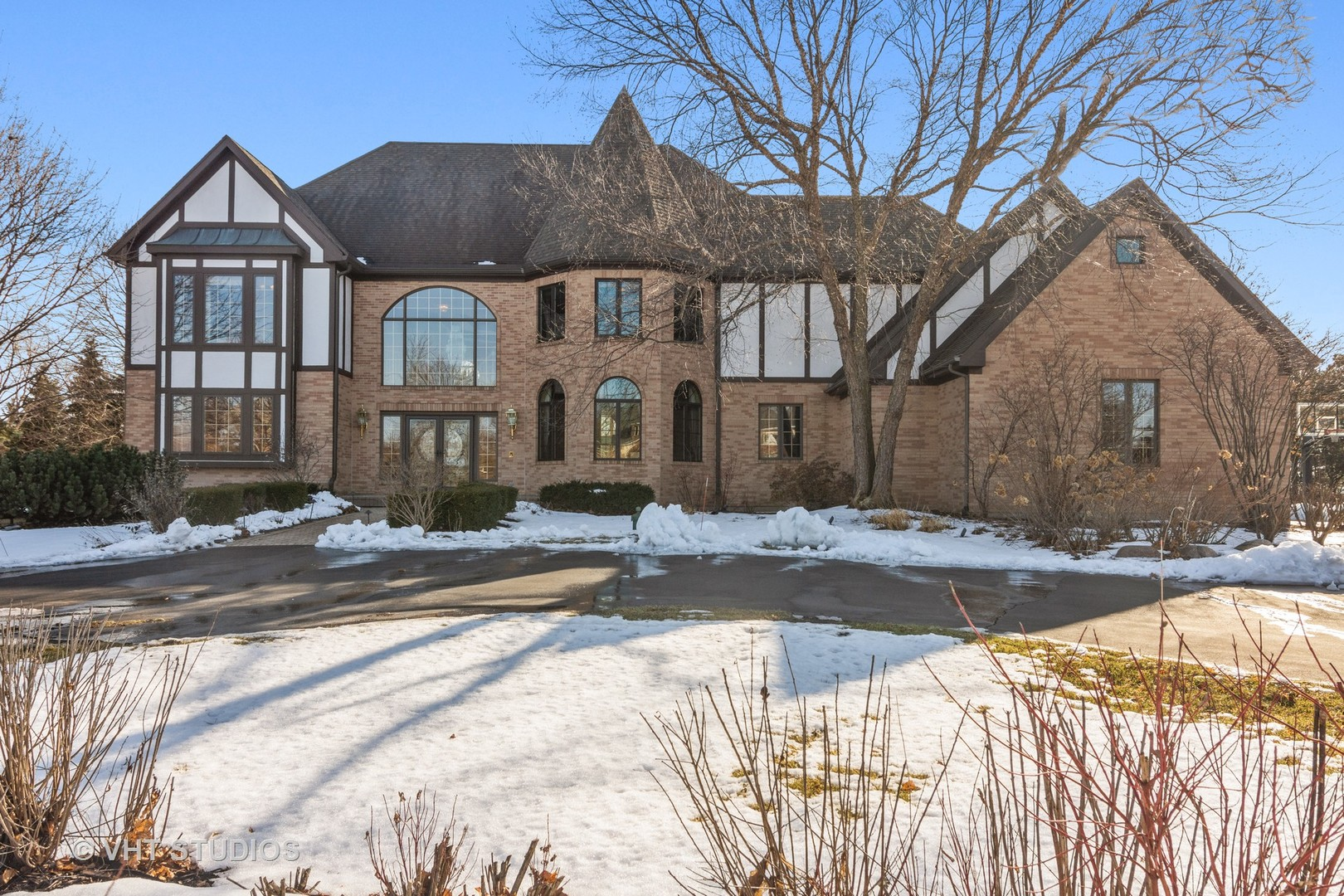 1 BEACON HILL Drive, South Barrington in Cook County, IL 60010 Home for Sale