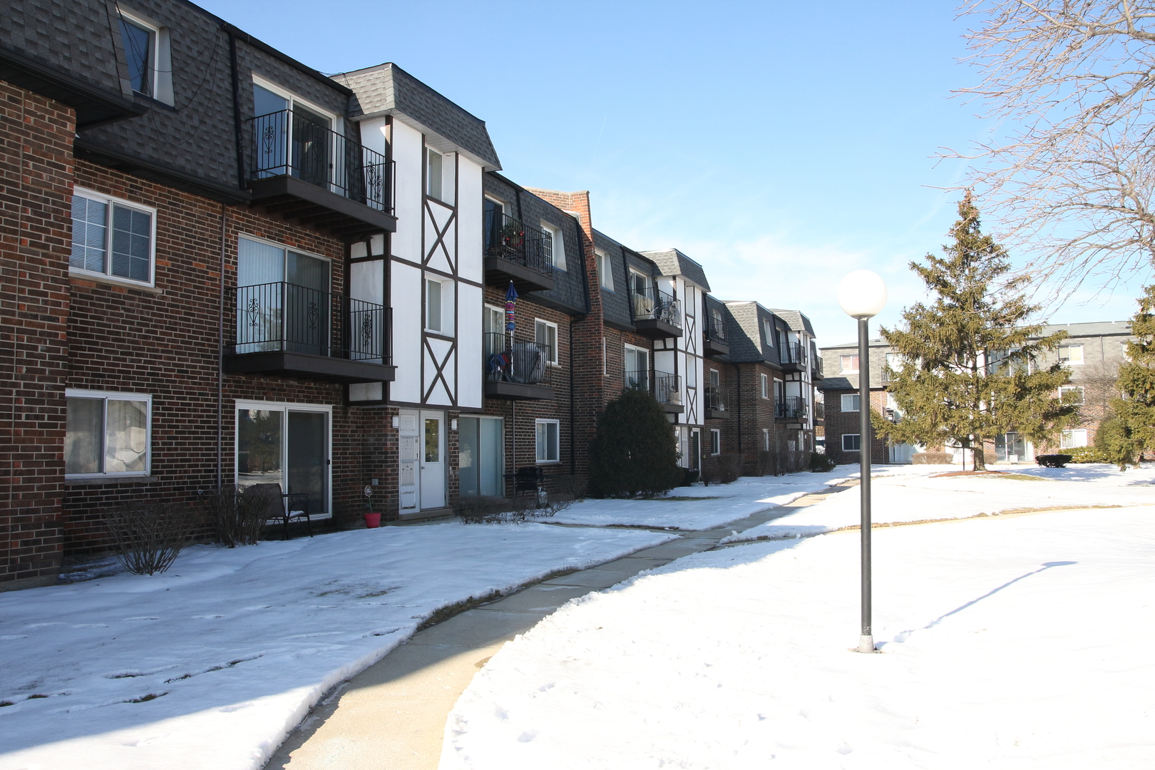 9459 Bay Colony Drive, Des Plaines in Cook County, IL 60016 Home for Sale