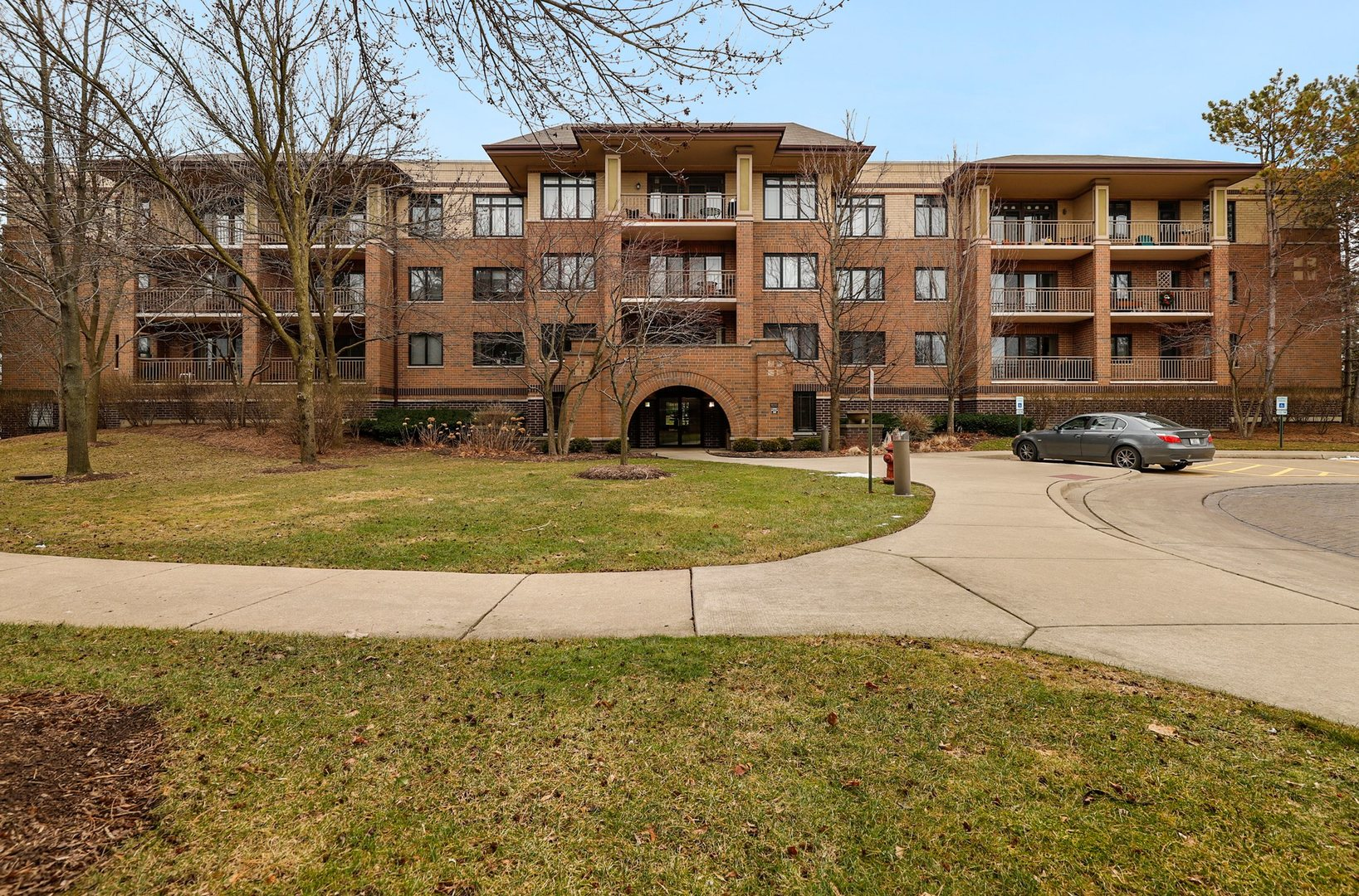9200 East Prairie Road, Evanston, Illinois