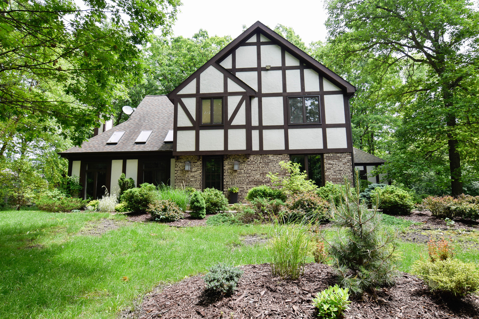 2882 Riverwoods Court, Riverwoods, Illinois 4 Bedroom as one of Homes & Land Real Estate