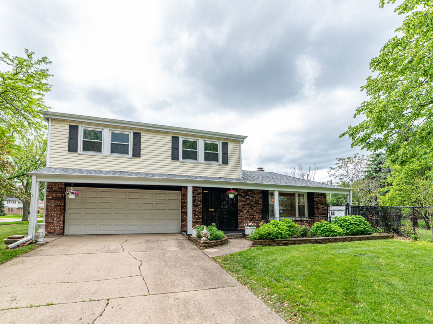 750 Victoria Road, Des Plaines in Cook County, IL 60016 Home for Sale