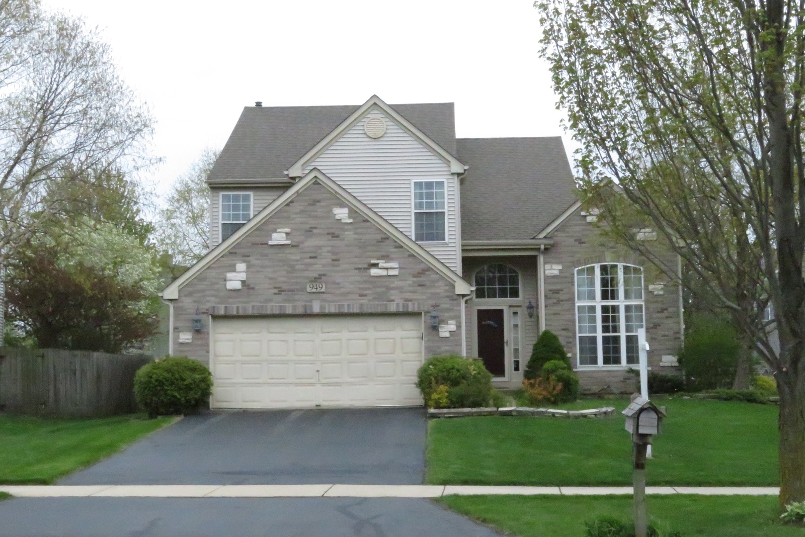949 Alexandra Boulevard, Crystal Lake in Mc Henry County, IL 60014 Home for Sale
