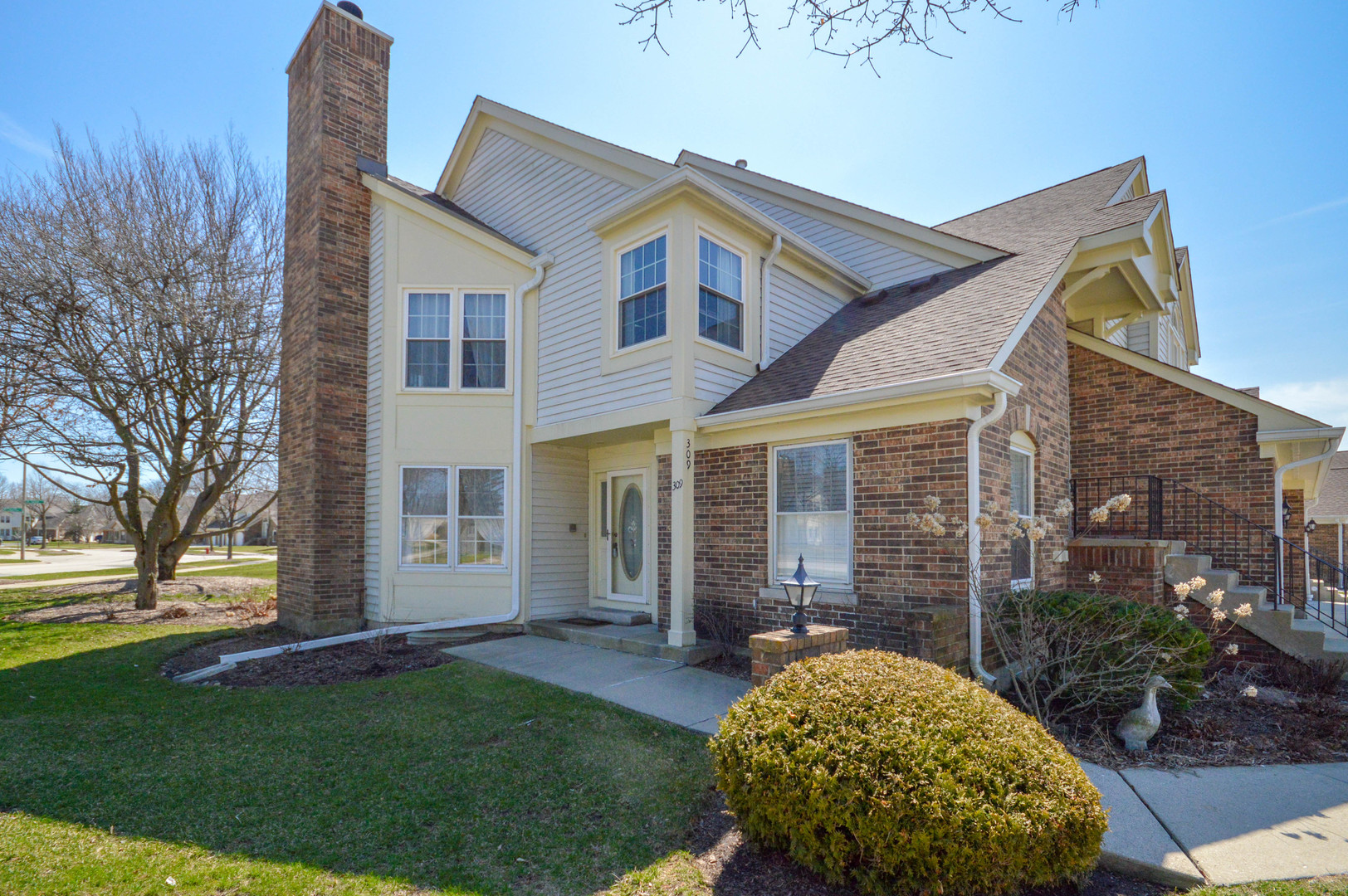 309 Willow Parkway, Buffalo Grove in Lake County, IL 60089 Home for Sale