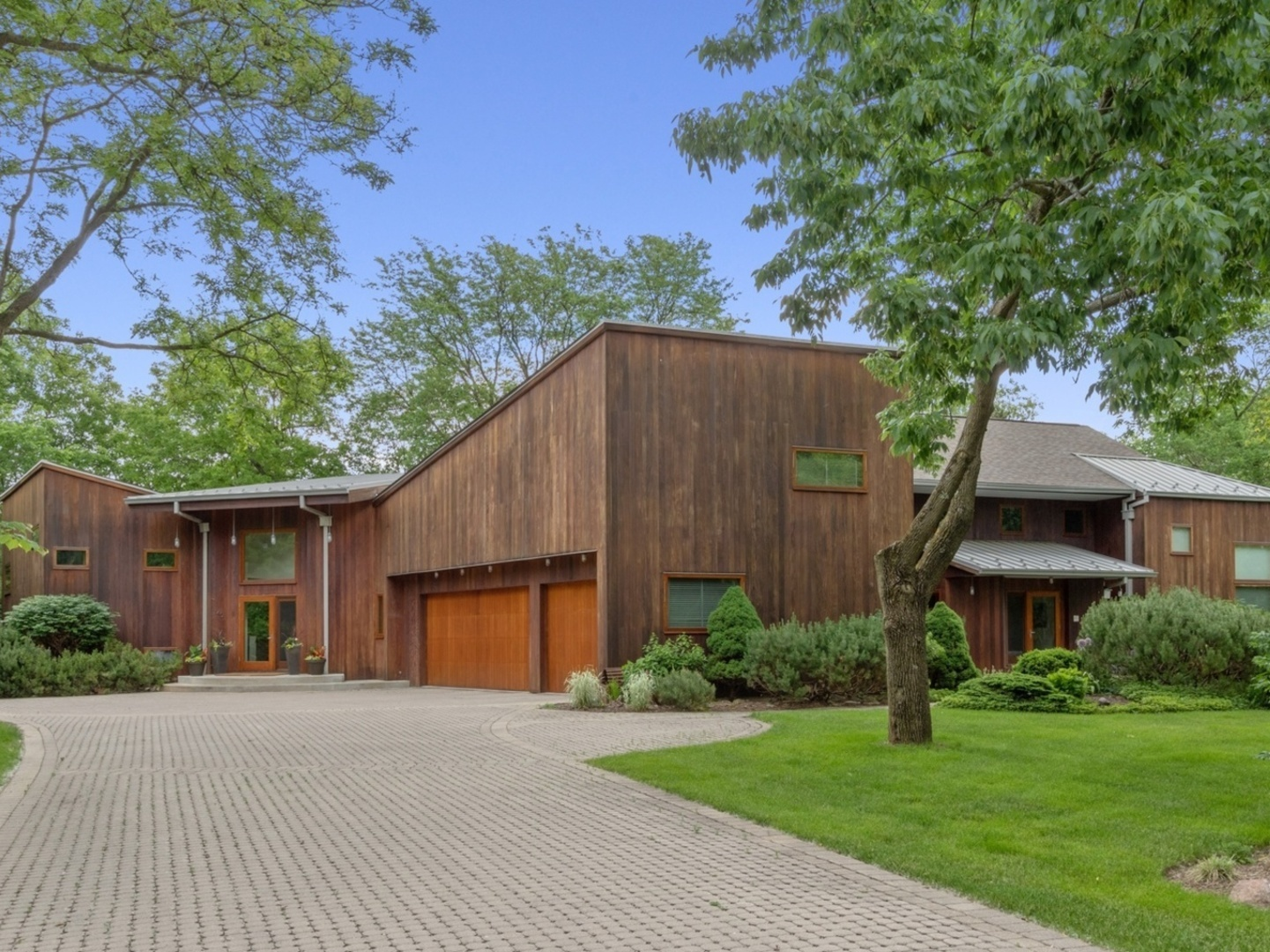 140 Pine Tree Lane, Riverwoods, Illinois 5 Bedroom as one of Homes & Land Real Estate
