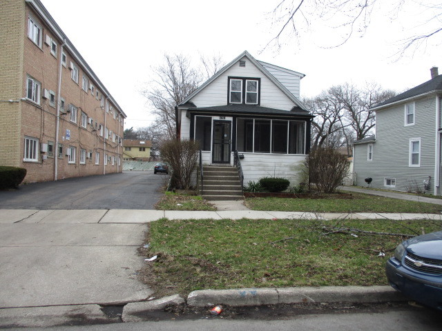 9755 South CHARLES Street, Beverly-Chicago in Cook County, IL 60643 Home for Sale