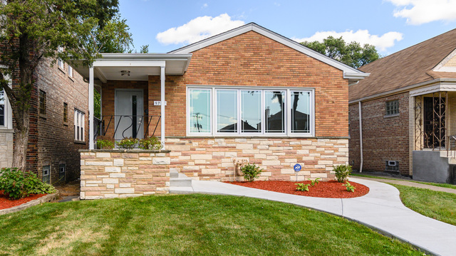 9735 South Claremont Avenue, Beverly-Chicago in Cook County, IL 60643 Home for Sale