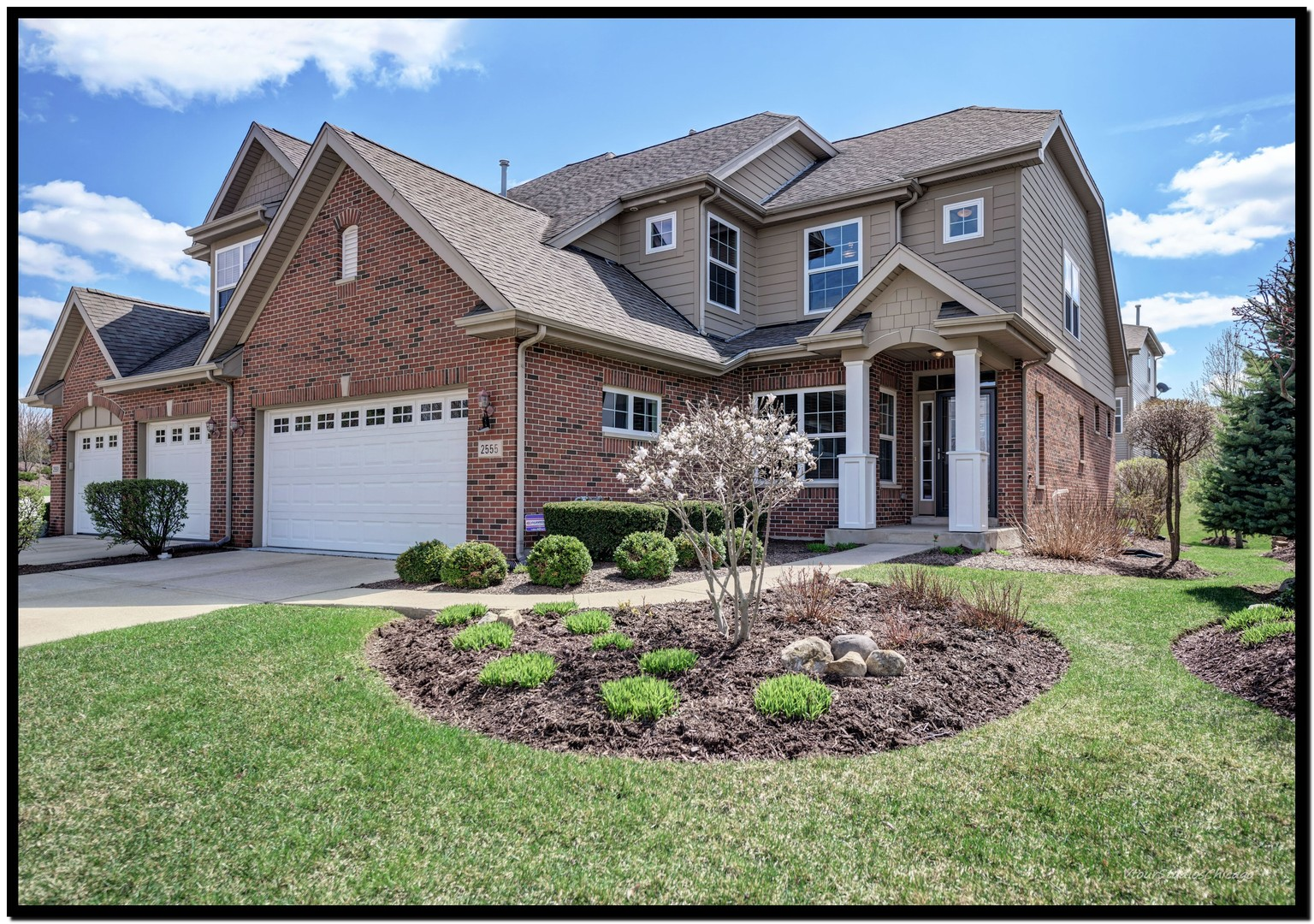 2555 Cedar Hill Lane, Woodridge, Illinois