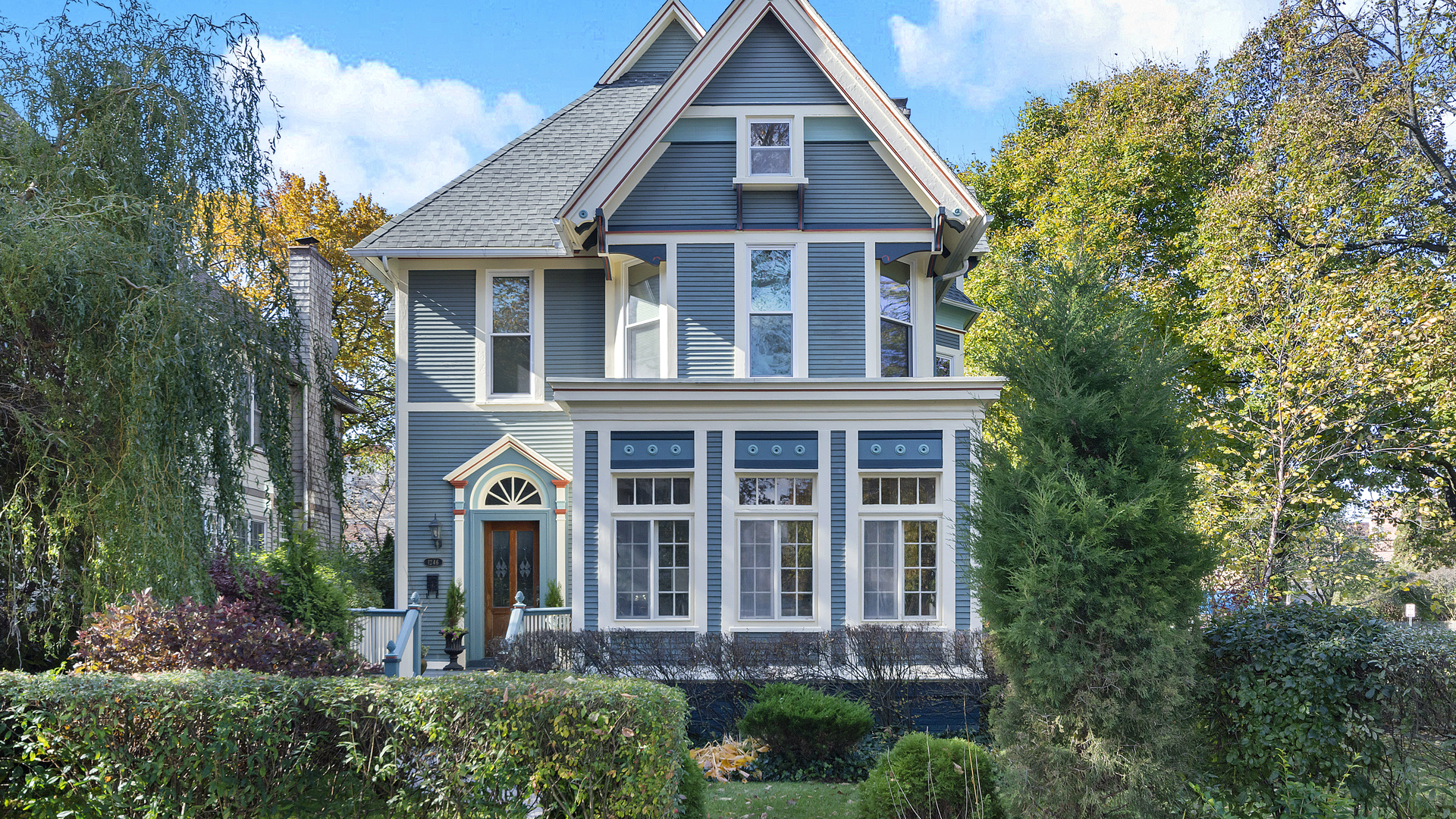 One of Evanston 4 Bedroom Homes for Sale at 1246 Hinman Avenue