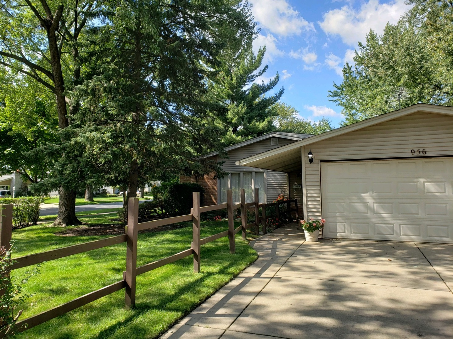 956 Pebble Drive, Wheeling, Illinois