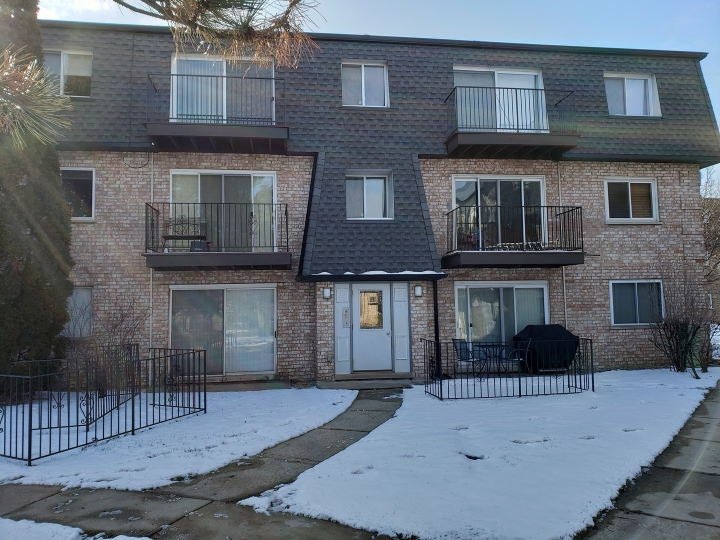 9440 Bay Colony Drive, Des Plaines in Cook County, IL 60016 Home for Sale