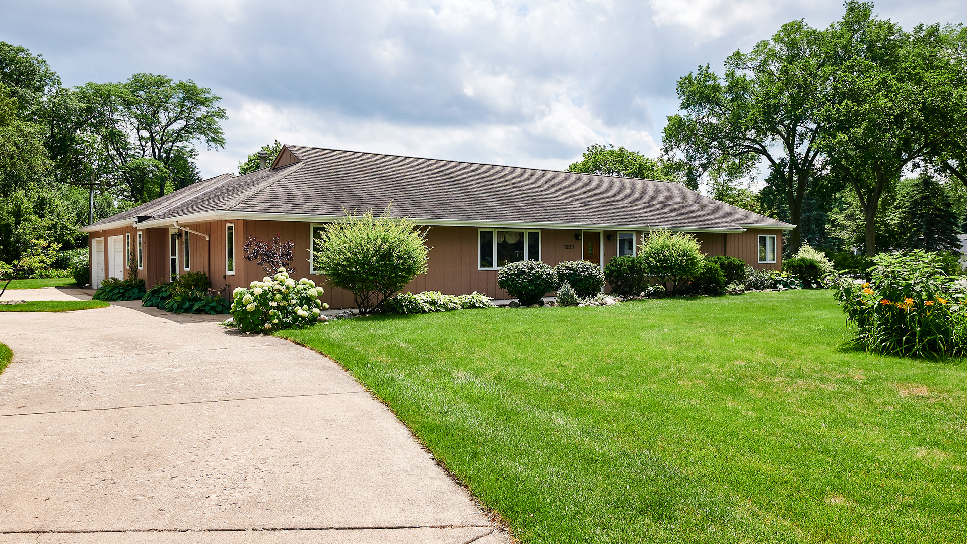 1221 West 55th Place, Countryside, Illinois