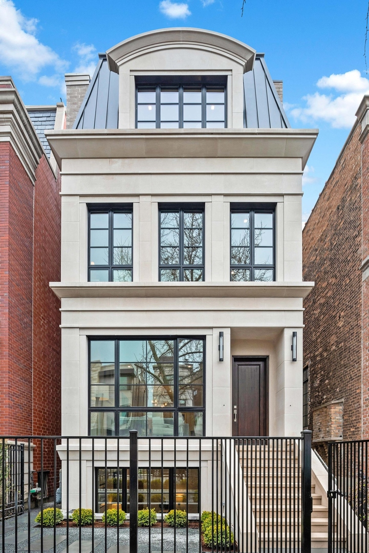 2136 North Kenmore Avenue, Chicago-Near West Side, Illinois
