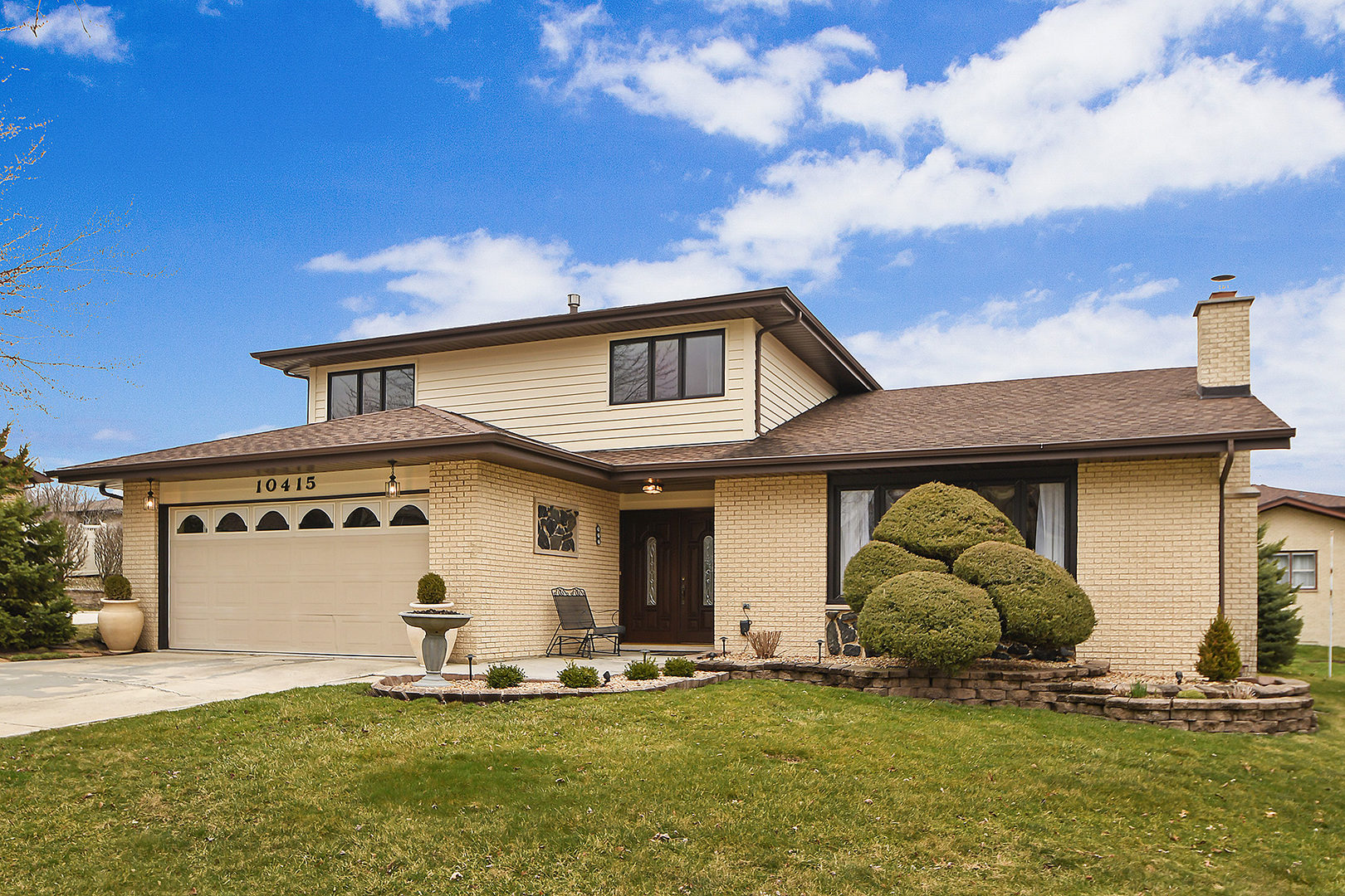 10415 South Interlochen Drive, Palos Hills, Illinois